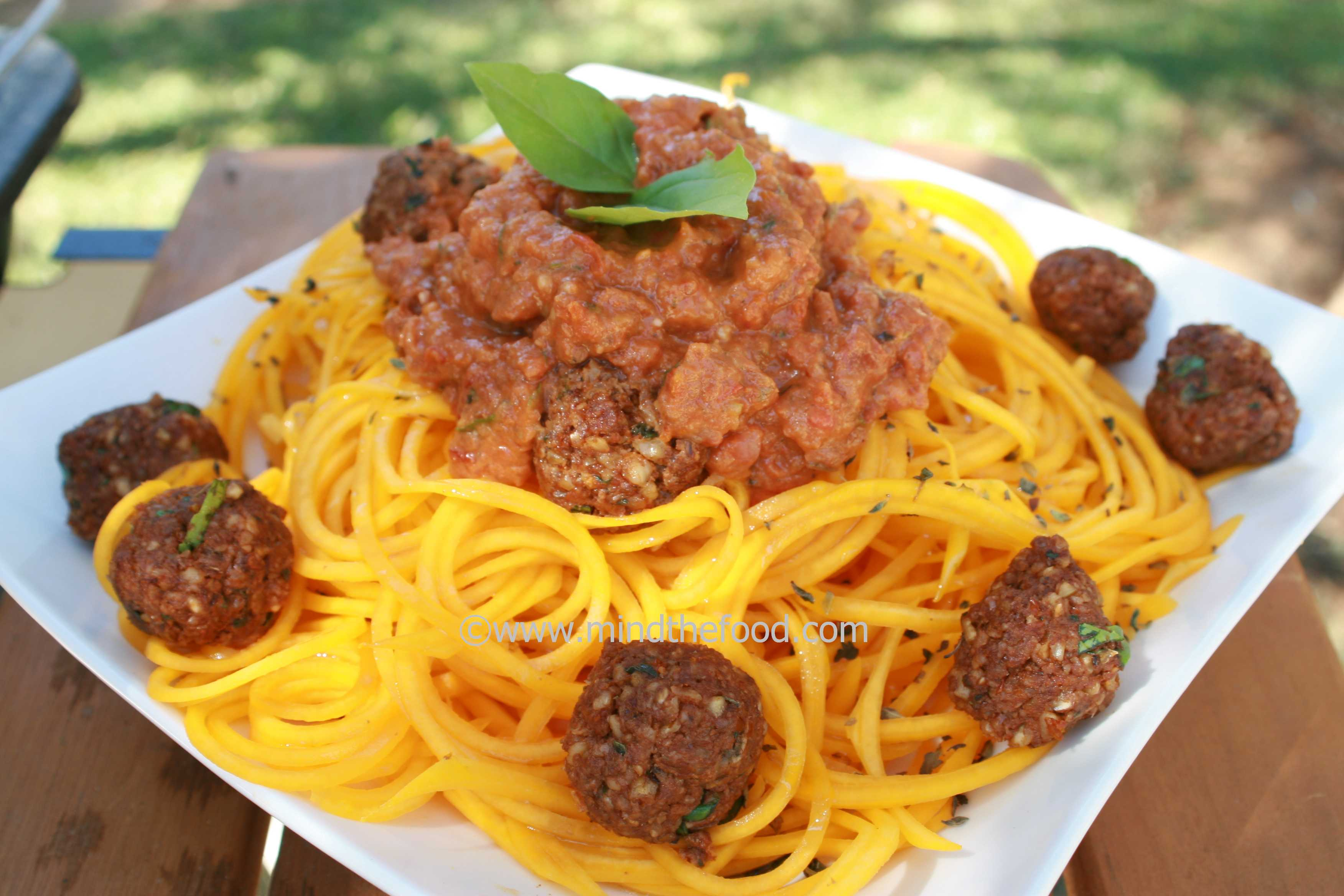 Raw Spaghetti Bolognese with Meatballs | mind_the_food